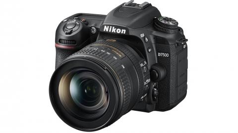Nikon D7500 + AF-S DX 16-80 VR