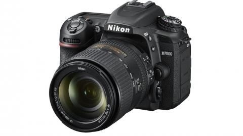Nikon D7500 + AF-S DX 18-300 VR