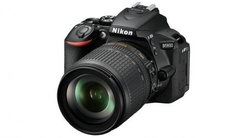 Nikon D5600 váz (fekete) + 18-105 AF-S VR kit