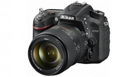 Nikon D7200 + AF-S DX Nikkor 18-300 mm VR