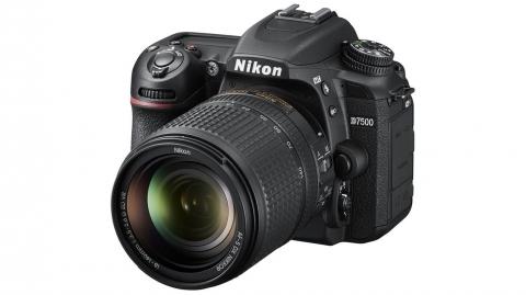 Nikon D7500 (3év) + AF-S DX 18-140 VR