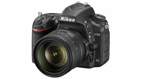 Nikon D750 + 24-85 mm f/3.5-4.5 G ED VR DSLR fényképezőgép kit